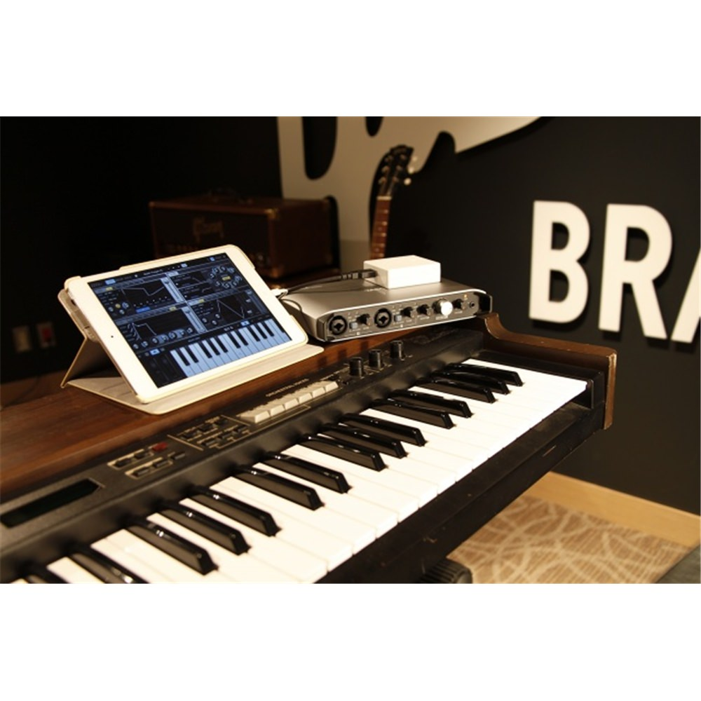 tascam ixr audio interface for ipad mac and pc audio interfaces studio gear studiospares. Black Bedroom Furniture Sets. Home Design Ideas